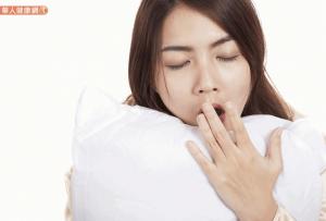 月經來前乳暈超癢、容易疲勞又好憂鬱?營養師:想改善經前症候群,務必補充這些營養素