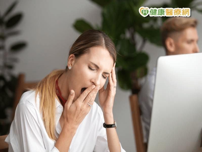 不管怎麼睡,還是好疲倦…這些病,都是荷爾蒙惹的禍?